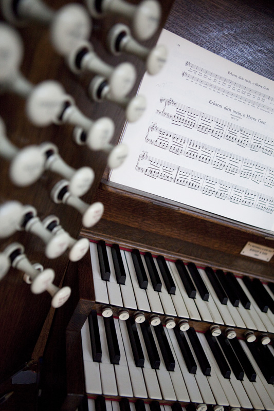 Lg Organ console and manual